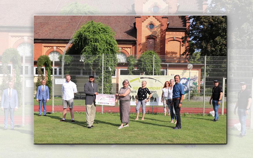Mitglieder Mentorenkreis spendet an Reutlinger Spendenparlament